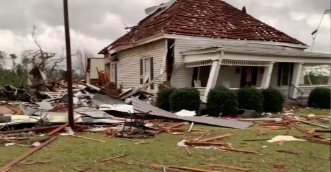 Placeholder - loading - Imagem da notícia Tornados matam mais de 20 nos EUA, onda de frio se aproxima