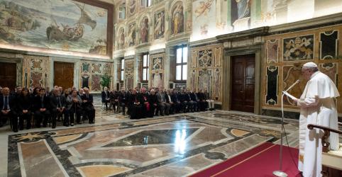 Placeholder - loading - Imagem da notícia Igreja abrirá arquivos secretos de Pio 13 por 'não temer a história'