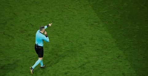 Placeholder - loading - Imagem da notícia Técnico do PSG defende críticas de Neymar ao VAR após derrota para United
