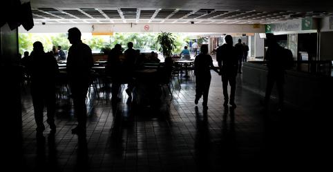 Placeholder - loading - Imagem da notícia Venezuela sofre grande blecaute e governo culpa 'sabotagem'