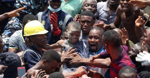 Placeholder - loading - Imagem da notícia Prédio que abrigava escola desaba na Nigéria; cerca de 100 crianças podem estar soterradas