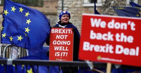 Placeholder - loading - Imagem da notícia Parlamentares britânicos rejeitam Brexit sem acordo e votarão adiamento de 3 meses