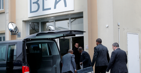 Placeholder - loading - Imagem da notícia França recebe caixas-pretas de avião da Ethiopian Airlines; aumenta revolta de famílias de vítimas