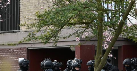 Placeholder - loading - Polícia da Holanda procura suspeito turco após ataque a tiros em bonde