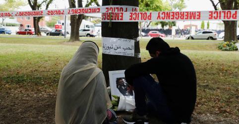 Premiê da Nova Zelândia promete endurecer controle de armas após massacre
