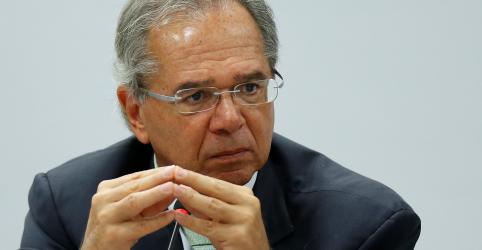 Guedes diz que governo corre para enviar projeto de aposentadorias de militares na quarta-feira