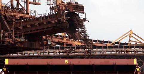 Exportação de minério de ferro do Brasil perde força em março diante de cortes da Vale