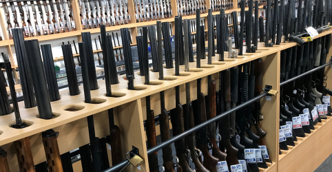 Nova Zelândia proíbe armas semiautomáticas utilizadas em ataque a mesquitas