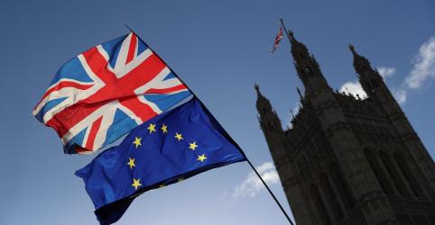 Líderes da UE avaliam adiar Brexit até 7 de maio ou fim do ano, dizem diplomatas