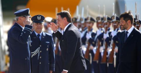 Placeholder - loading - Bolsonaro defende reestruturação de carreira e diz que proposta para militares é profunda