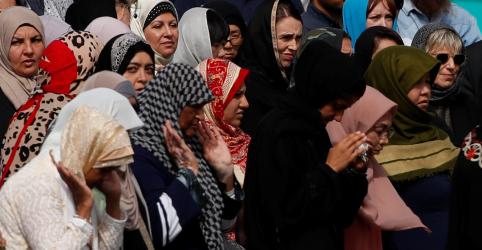 'Somos um só', diz premiê da Nova Zelândia em dia de orações e silêncio
