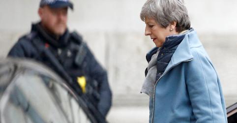 Placeholder - loading - Imagem da notícia De volta a Londres, May enfrenta árdua tarefa de mudar opinião de Parlamento sobre Brexit