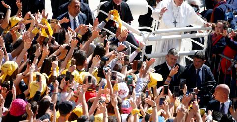 Papa visita casa da mãe de Jesus para assinar documento sobre jovens na Igreja