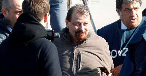 Placeholder - loading - Imagem da notícia Ex-guerrilheiro Cesare Battisti confessa assassinatos após extradição
