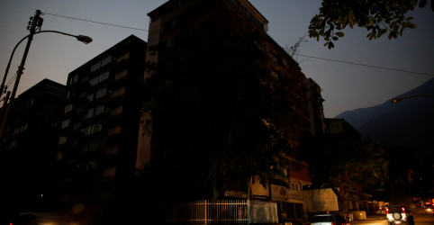 Placeholder - loading - Imagem da notícia Segundo blecaute da Venezuela em um mês entra no terceiro dia