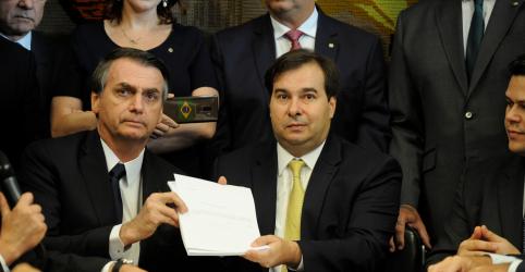 Placeholder - loading - Bolsonaro e Maia voltam a trocar farpas e no fim presidente da Câmara diz que não responderá mais 'gracinhas'