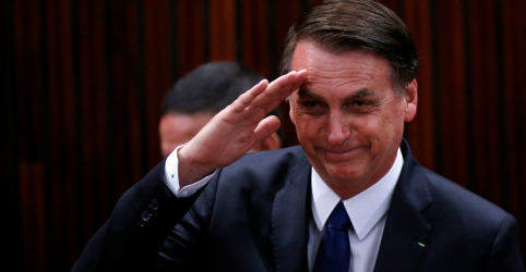 Placeholder - loading - Imagem da notícia Bolsonaro nega ditadura militar e diz em entrevista à TV que regime teve 'probleminhas'
