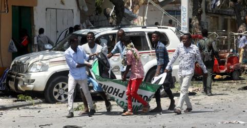 Placeholder - loading - Imagem da notícia Ataque com carro-bomba na Somália mata ao menos 11 perto de hotel