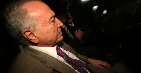 Placeholder - loading - Imagem da notícia Temer vira réu por corrupção em caso da mala transportada por Rocha Loures