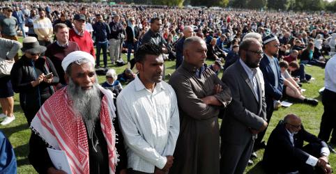 Placeholder - loading - Multidão silenciosa presta homenagem a vítimas de ataque na Nova Zelândia