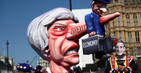 Placeholder - loading - Imagem da notícia May sofre pressão para amenizar Brexit e manter laços econômicos fortes com UE