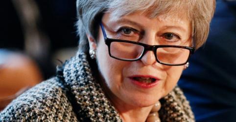 Placeholder - loading - Imagem da notícia Premiê britânica pede a ministros que busquem saída para confusão do Brexit