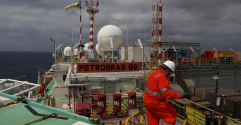 Placeholder - loading - Imagem da notícia Produção de petróleo do Brasil recua 4,9% em fevereiro na comparação anual