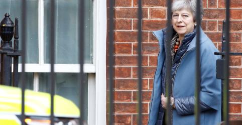 Placeholder - loading - Imagem da notícia Premiê britânica May diz que pedirá nova extensão para Brexit