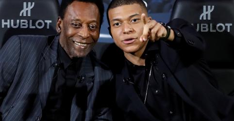 Pelé é hospitalizado em Paris com infecção urinária, deve ter alta em dois dias