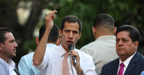 Placeholder - loading - Imagem da notícia Guaidó convoca onda de manifestações 'definitivas'