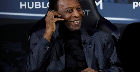 Pelé diz no Twitter que se sente 'muito melhor' após internação em Paris