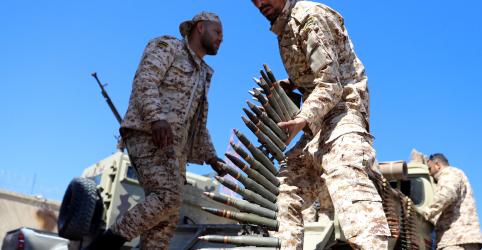 Placeholder - loading - Imagem da notícia Batalha por capital da Líbia se intensifica; número de mortes cresce