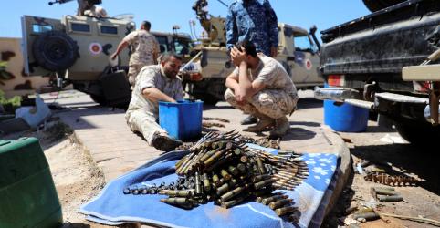 Placeholder - loading - Imagem da notícia Cresce número de mortos de conflito na Líbia; jihadistas exploram o caos