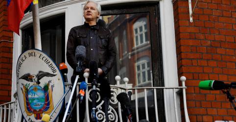 Placeholder - loading - WikiLeaks diz que Julian Assange está sendo espionado na embaixada do Equador