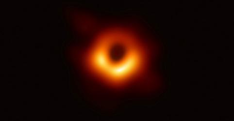 Placeholder - loading - Imagem da notícia Cientistas revelam primeira imagem registrada de um buraco negro