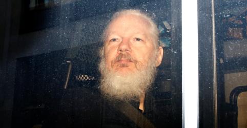 Estados Unidos pedem extradição de Assange após prisão em Londres
