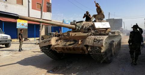 Placeholder - loading - Imagem da notícia Confrontos abalam Trípoli e milhares de pessoas abandonam moradias