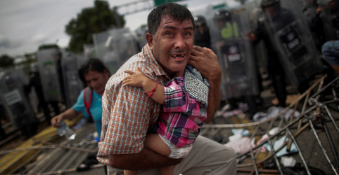Placeholder - loading - Imagem da notícia Repórters presos da Reuters e fotógrafos em fronteira dos EUA vencem Pulitzer
