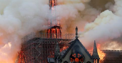 Placeholder - loading - Imagem da notícia Incêndio destrói Notre Dame; bombeiros de Paris temem desabamento de campanário