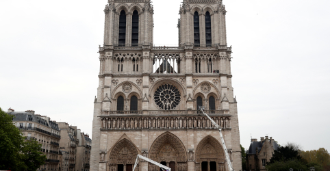 Papa reza por todos os afetados por incêndio em Notre-Dame, diz Vaticano