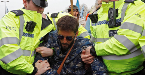 Placeholder - loading - Polícia britânica prende 113 ambientalistas por bloqueio de avenidas de Londres