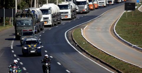Placeholder - loading - Pacote do governo para caminhoneiros prevê R$2 bi para obras em rodovias e linha de crédito