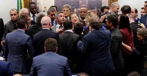 Placeholder - loading - Imagem da notícia Deputados na CCJ tentam acordo para retirar desconstitucionalização da Previdência