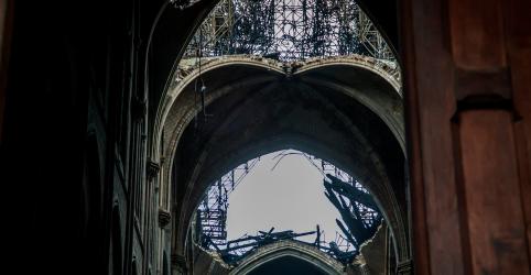 Placeholder - loading - Imagem da notícia Presidente francês espera reconstruir Notre-Dame em 5 anos