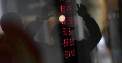 Placeholder - loading - Imagem da notícia Imbróglio sobre Previdência empurra dólar a máxima em 3 semanas ante real