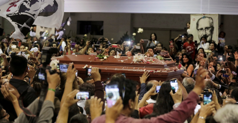 Placeholder - loading - Imagem da notícia Corpo de ex-presidente peruano Alan García é velado em sede de partido político
