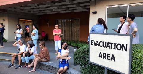 Terremoto nas Filipinas mata 8 e pode ter deixado dezenas de pessoas soterradas