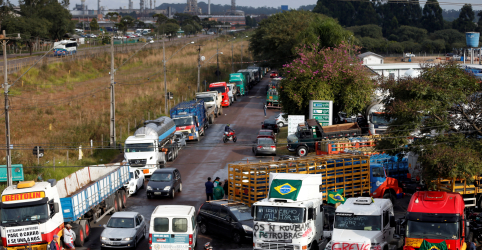 Placeholder - loading - Imagem da notícia Bolsonaro não vê motivos para paralisação de caminhoneiros, diz porta-voz