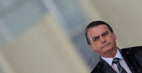 Bolsonaro usa porta-voz para responder pela primeira vez ataques de Olavo de Carvalho a membros do governo
