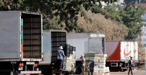 Placeholder - loading - Caminhoneiros fecham acordo e recuam de greve na próxima semana